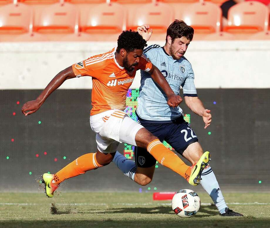 Sporting Kansas City midfielder Connor Hallisey (22) runs against Houston Dynamo midfielder Sheanon Williams (22) during the first half of the Lamar Hunt U.S. Open Cup Round of 16 at BBVA Compass Stadium, Wednesday, June 29, 2016, in Houston. Photo: Karen Warren, Houston Chronicle / © 2016 Houston Chronicle