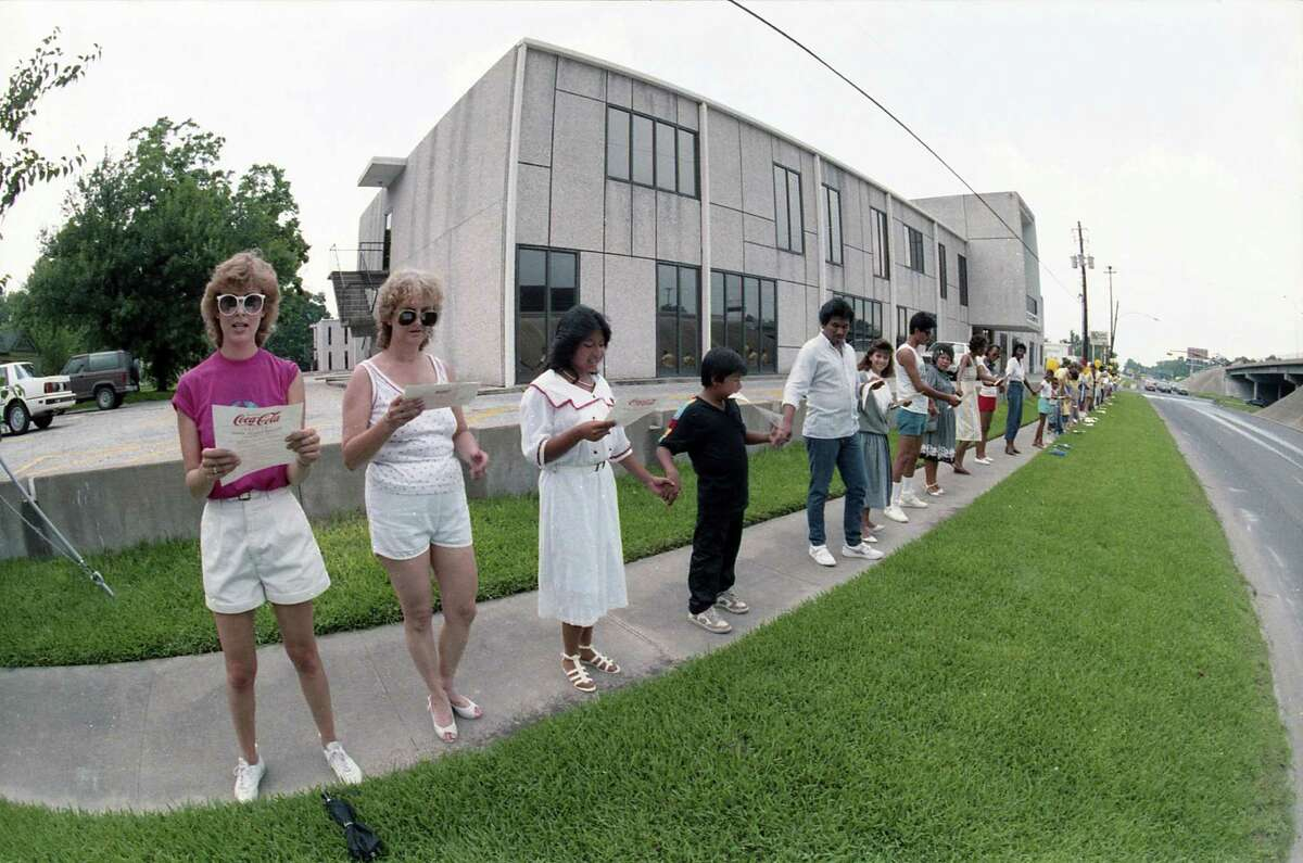 Houstonians take part in Hands Around Houston, designed to help alleviate hunger in the city, June 22, 1986.