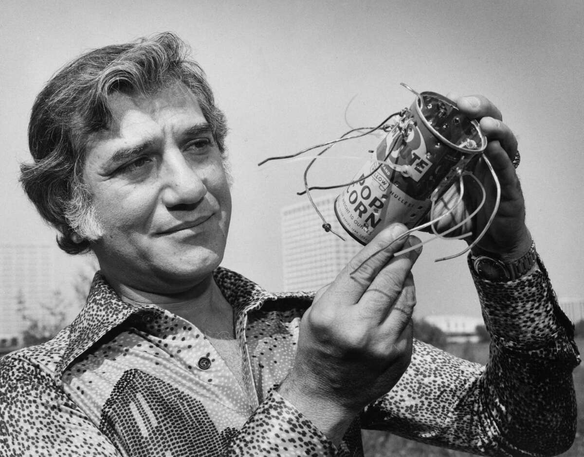 The Weed Eater George Ballas in 1975 with the original Weed Eater, a device he created using a can he pulled from the trash. For yard work, it saved time and strain.