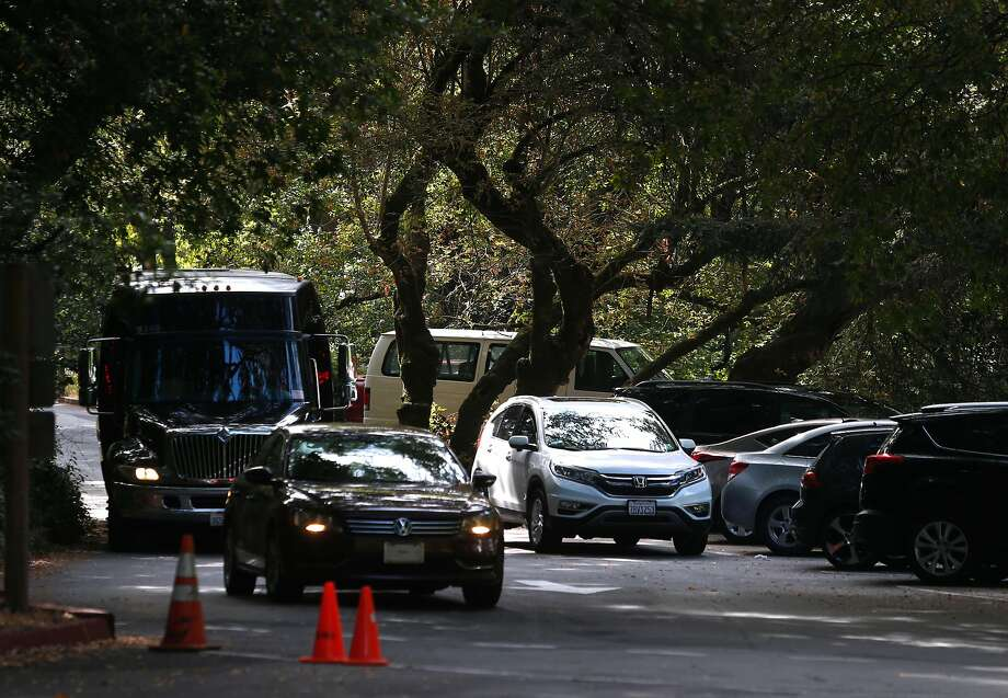 Motorists compete for parking spaces at the main entrance to Muir Woods National Monument in Mill Valley, Calif. on Wednesday, June 29, 2016. The National Park Service is considering a plan to remove a parking lot and reduce a wide pedestrian area at the entrance to the park and restore the natural habitat along nearby Redwood Creek. Photo: Paul Chinn, The Chronicle