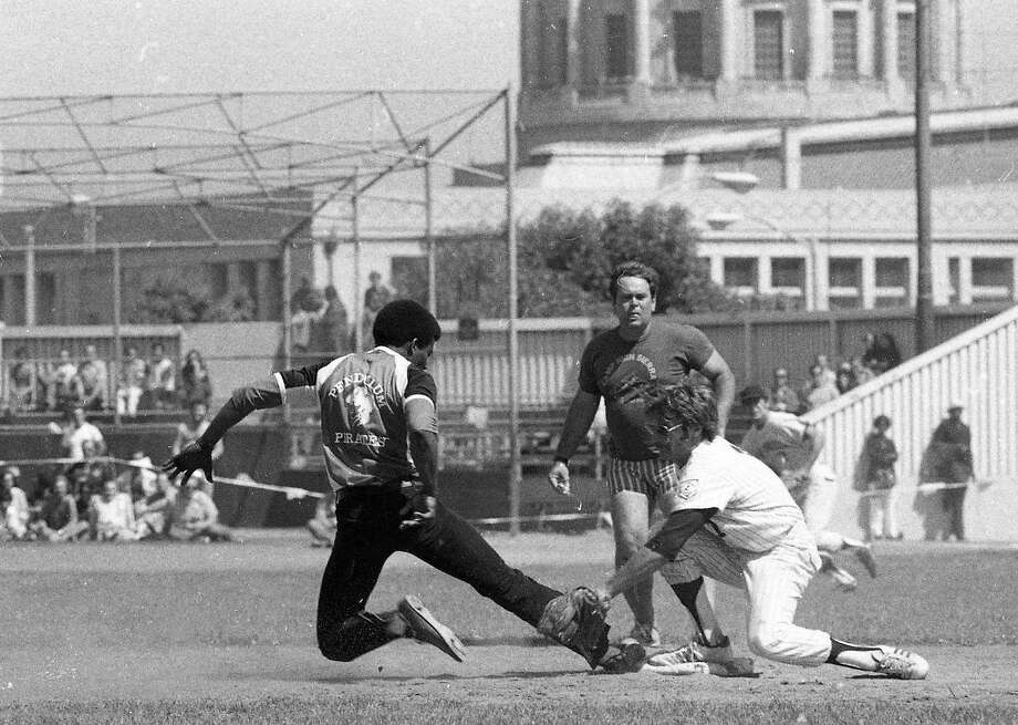The gay Pendulum Pirates play softball with the S.F. Police Department on Aug. 10, 1975 to help build community relations. Photo: Susan Ehmer, The Chronicle
