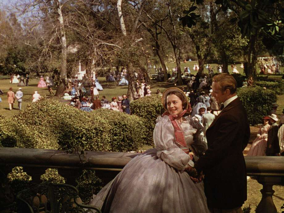 """Olivia de Havilland starred as Melanie opposite Leslie Howard as Ashley in 1939's """"Gone With the Wind."""" Photo: MGM 1939"""
