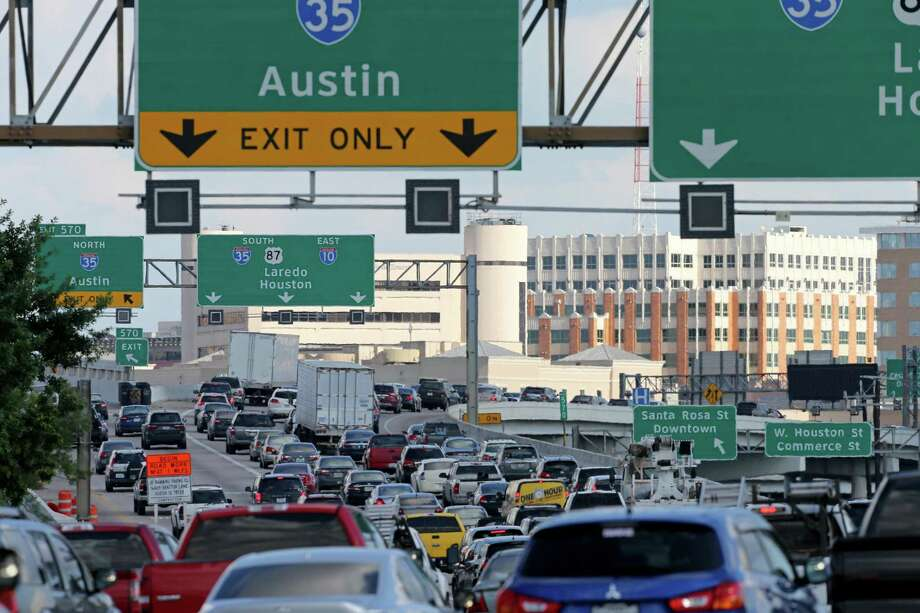 Traffic stacks up at the Interstate 10 East and Interstate 35 interchange in 2016. San Antonio cannot widen its way out of its congestion problem. Photo: File Photo /San Antonio Express-News / © 2016 San Antonio Express-News