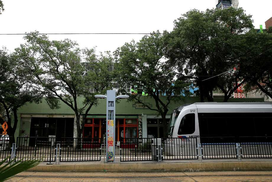 The Red Line fronts a mix of shops, bars and newly constructed apartment complexes along Main Street in Midtown. Photo: Elizabeth Conley, Staff / © 2016 Houston Chronicle