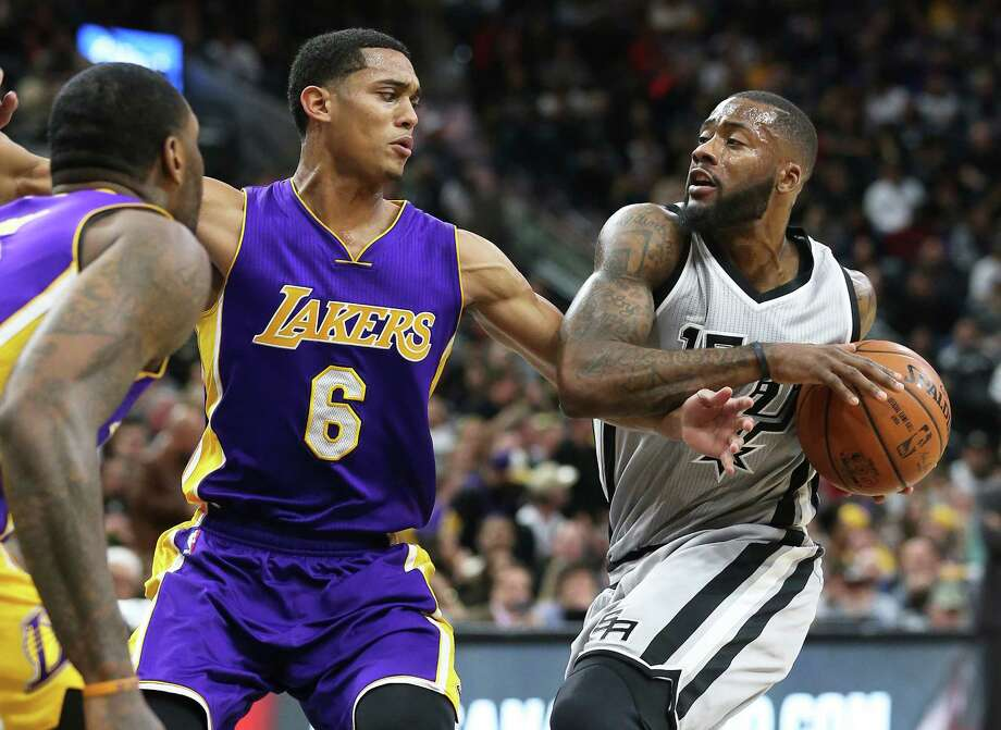 Jonathon Simmons moves in on Jordan Clarkson as the Spurs host the Lakers at the AT&T Center on Feb. 6, 2016. Photo: Tom Reel /San Antonio Express-News / 2016 SAN ANTONIO EXPRESS-NEWS