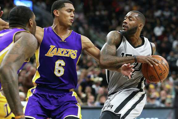 Jonathon Simmons moves in on Jordan Clarkson as the Spurs host the Lakers at the AT&T Center on Feb. 6, 2016.