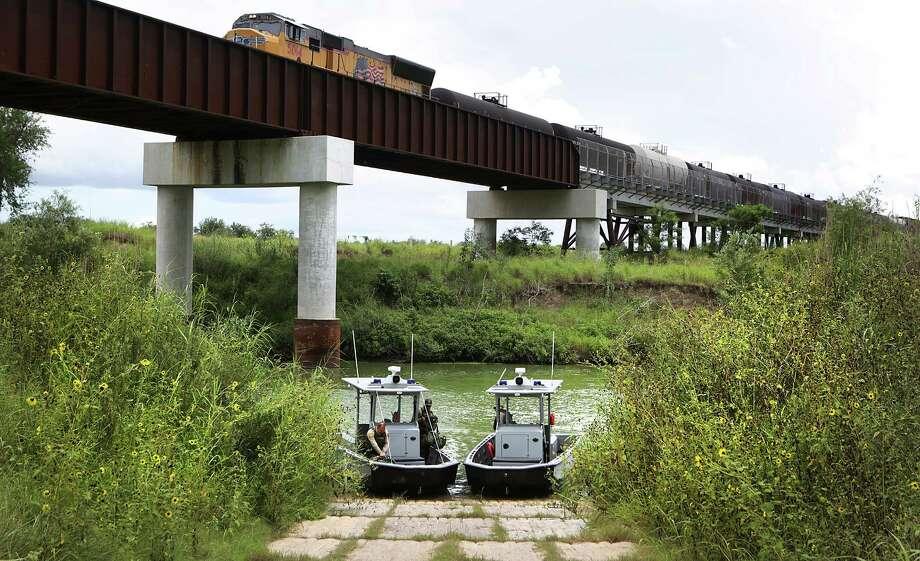Border Patrol agents patrol the Rio Grande River by boat near San Benito, TX, on Wednesday June 8, 2016. Photo: Bob Owen, Staff / San Antonio Express-News / ©2016 San Antonio Express-News