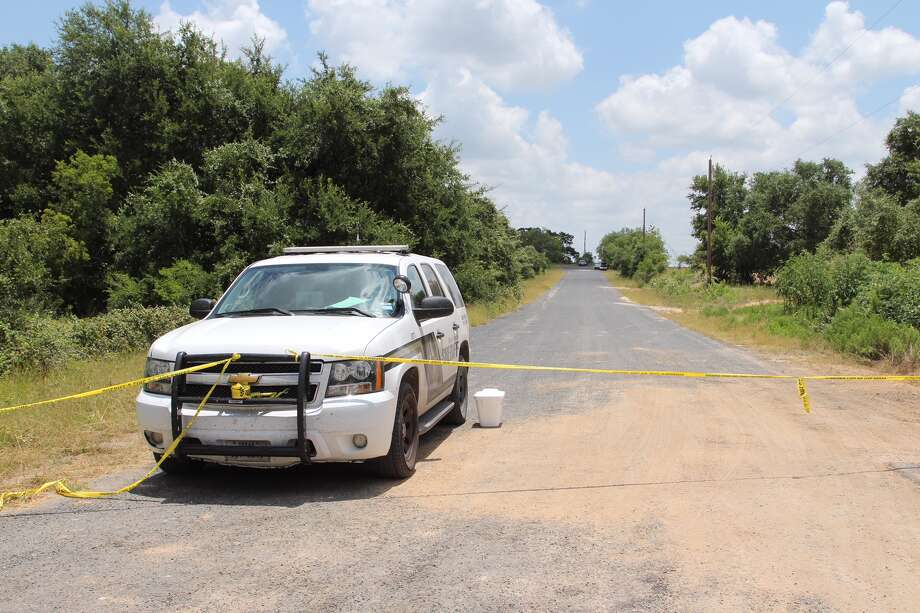 Bexar County Sheriff's deputies are investigating a scene after a body was discovered on the far South Side, near Loop 1604 and Spanish Grant Road, on Friday, July 1, 2016. Photo: Tyler White/San Antonio Express-News