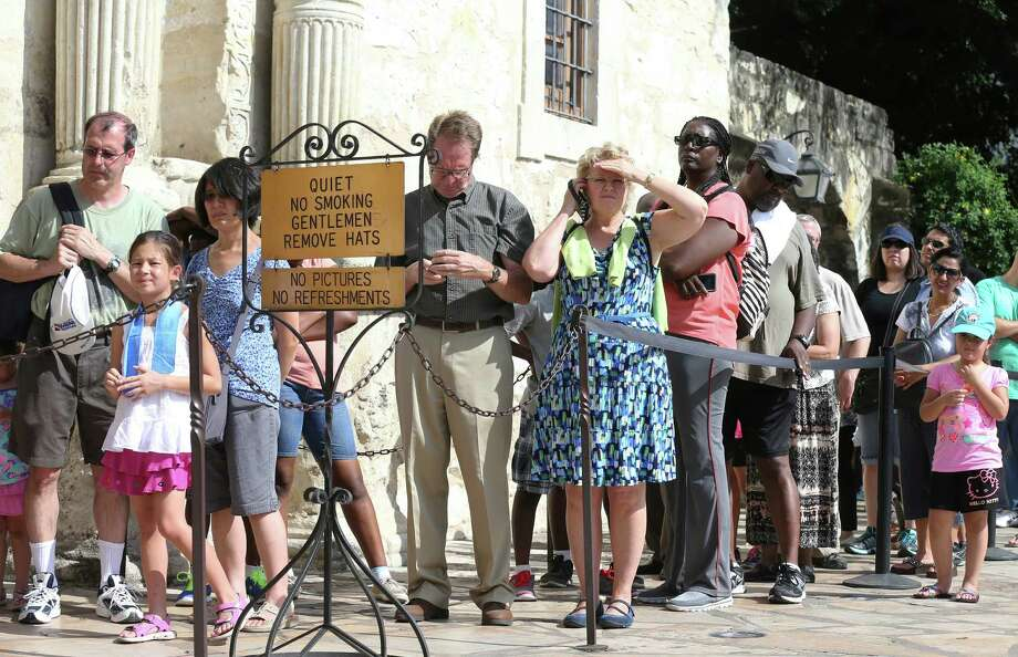 People wait to enter the Alamo during a ceremony last year ending the Daughters of the Republic of Texas' custodianship of the shrine. . A reader thanks the DRT for its work with the Alamo. Photo: Edward A. Ornelas /San Antonio Express-News / © 2015 San Antonio Express-News