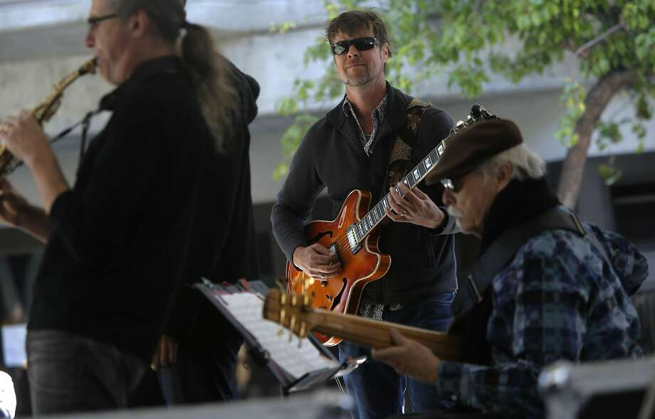 Dave McNab on guitar with the Seldon Brown Group at the Fillmore Jazz Festival. Photo: Michael Macor, The Chronicle