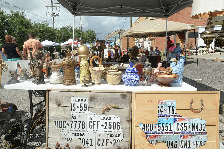 Shopper peruse the items for sale at the monthly Junk Days event held Saturday at BAW Resale & Interiors. Individual vendors also lined Fannin Street, offering their own array of decor and antiques to treasure hunters and deal seekers. Photo taken Saturday, July 2, 2016 Kim Brent/The Enterprise Photo: Kim Brent / Beaumont Enterprise