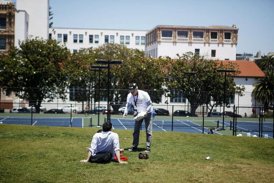 David Brenlinger of San Francisco collects signatures in Dolores Park for a measure to require a property owner who removes a public or private recreation center to replace it with a nearby site of similar size. Photo: Michael Noble Jr., The Chronicle
