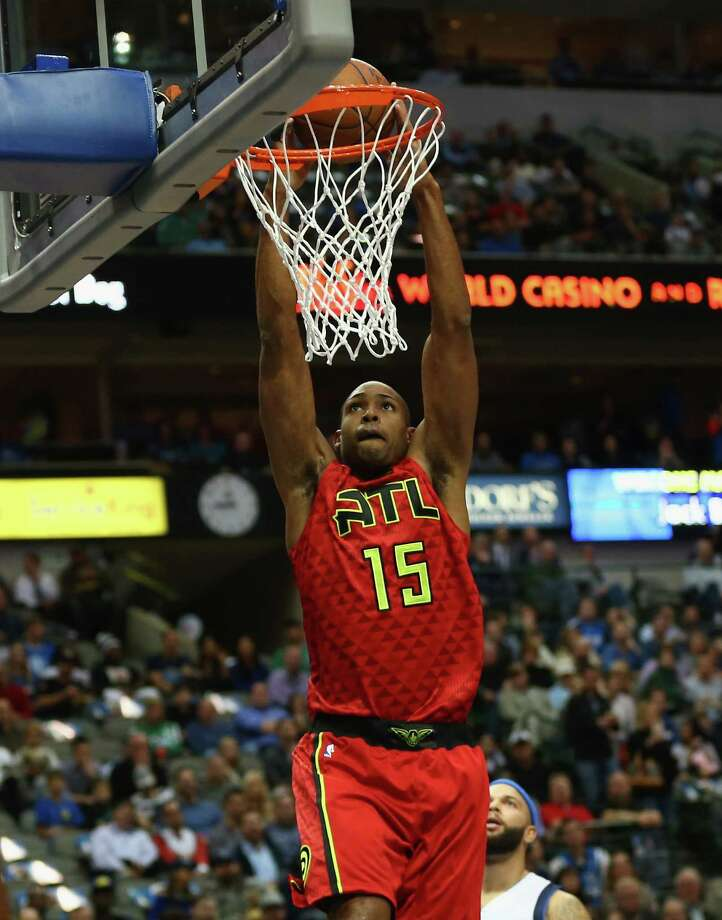 DALLAS, TX - DECEMBER 09:  Al Horford #15 of the Atlanta Hawks makes a slam dunk against the Dallas Mavericks at American Airlines Center on December 9, 2015 in Dallas, Texas.  NOTE TO USER:  User expressly acknowledges and agrees that, by downloading and or using photograph, User is consenting to the terms and conditions of the Getty Images License Agreement.  (Photo by Ronald Martinez/Getty Images) ORG XMIT: 575727505 Photo: Ronald Martinez / 2015 Getty Images