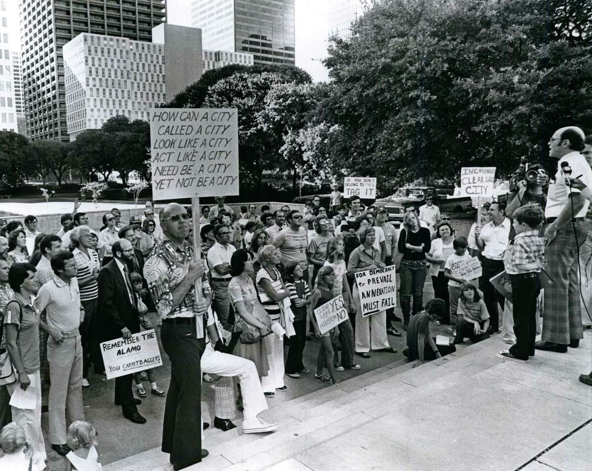 08/27/1977 - Mark Swerdlin, vice-president of the Clear Lake City Civic League, speaks to a crowd gathered outside Houston City Hall protesting the annexation of Clear Lake City.