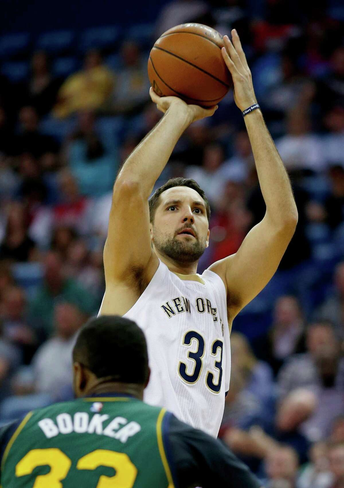 New Orleans Pelicans forward Ryan Anderson (33) shoot a three-point shot over the head of Utah Jazz forward Trevor Booker in the first half of an NBA basketball game in New Orleans, La., Saturday, March 5, 2016. (AP Photo/Max Becherer)
