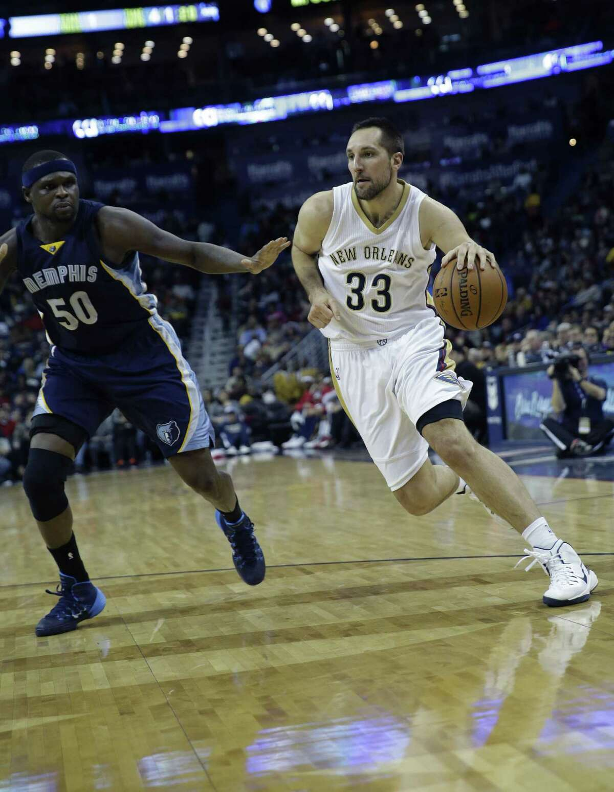 New Orleans Pelicans forward Ryan Anderson (33) drives to the basket against Memphis Grizzlies forward Zach Randolph (50) in the first half of an NBA basketball game in New Orleans, Friday, Jan. 9, 2015. (AP Photo/Gerald Herbert)