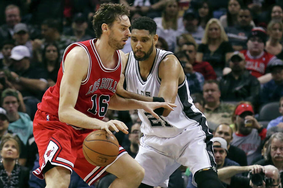 Chicago Bulls' Pau Gasol looks for room around San Antonio Spurs' Tim Duncan during first half action on March 8, 2015 at the AT&T Center. Photo: Edward A. Ornelas /San Antonio Express-News / © 2015 San Antonio Express-News