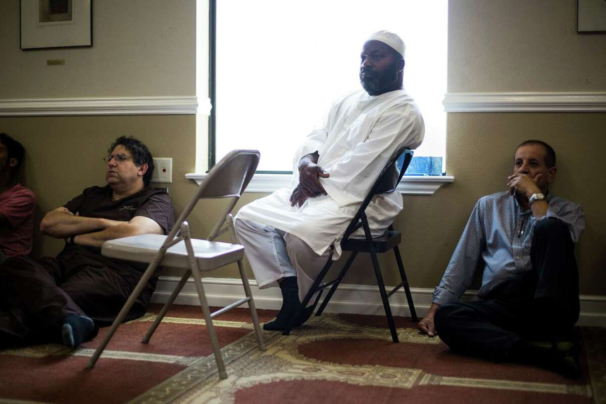 Members of the congregation listen to a sermon on the problems of slander during a Ramadan service at the Muslim Children Education and Community Center in San Antonio, on Friday, June 24, 2016.