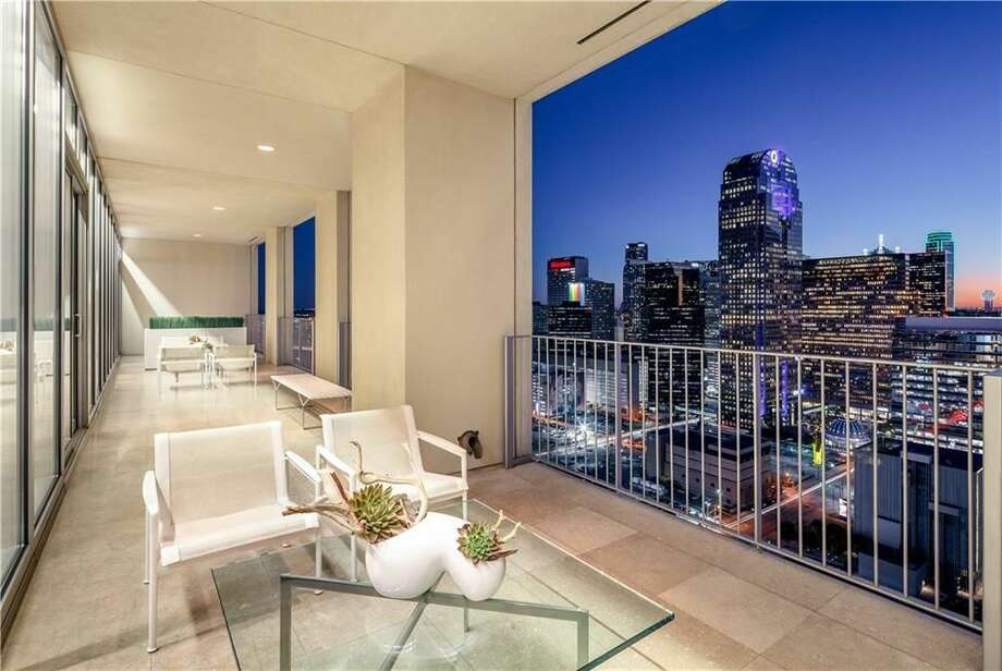 Luxurious penthouse in Dallas listed at $2,599,000. Photo: Kenneth Walters/Dave Perry-Miller Real Estate A Division Of Ebby Halliday Inc./Sean Gallagher Photography LLC