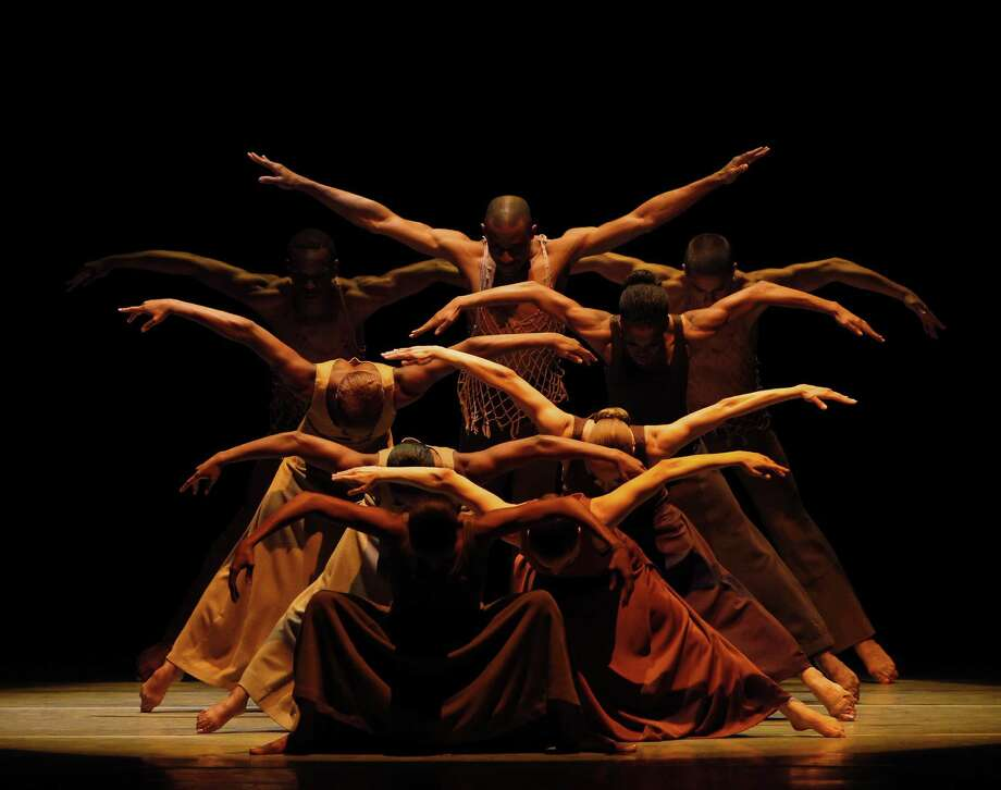 Revelations: Choreography by Alvin Ailey Alvin Ailey American dance Theater Credit photo: Paul Kolnik Photo: Paul Kolnik / ©2010 Paul Kolnik