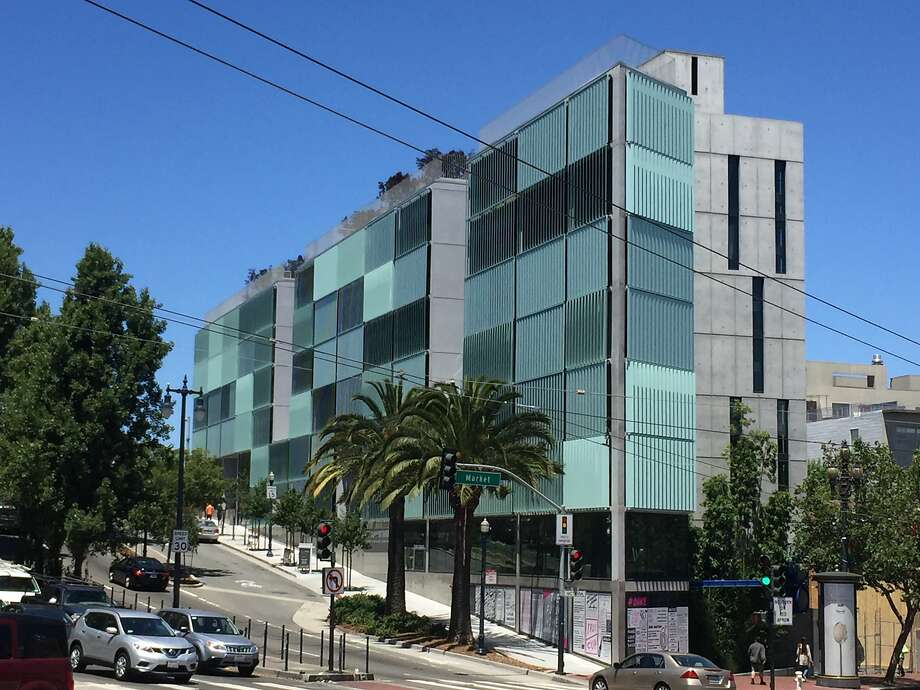 The 8 Octavia residential block designed by Stanley Saitowitz is a distinctive presence at the beginning of Octavia Boulevard. Photo: The Chronicle, John King