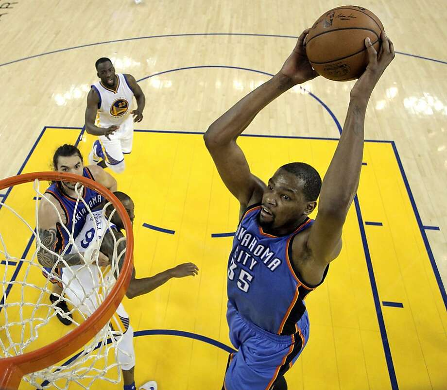 Arriving: Center/forward Kevin Durant from the Oklahoma City Thunder Photo: Carlos Avila Gonzalez, The Chronicle