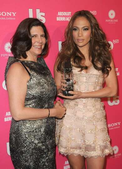 HOLLYWOOD - APRIL 22:  Publisher of Us Weekly Vicci Rose and actress Jennifer Lopez arrive at the Us