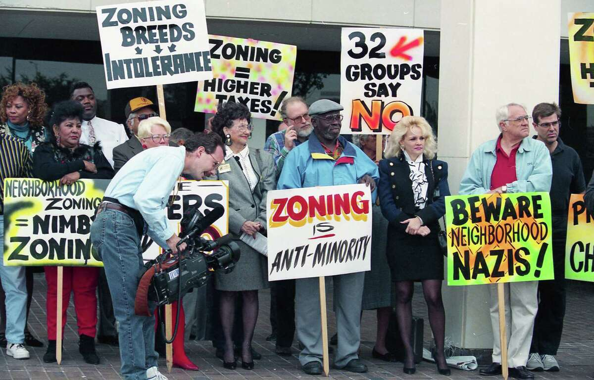 In November 1994, about 40 zoning opponents rallied at the Houston City Hall Annex to warn advocates of a proposal for neighborhood zoning that the voters had already spoken on the issue.