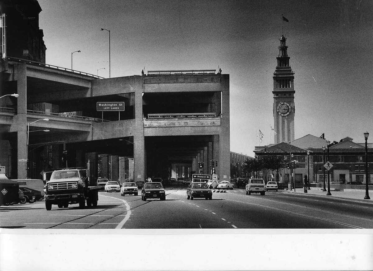 EMBARCADERO FREEWAY-30 SEPT85-GF EMBARCADERO FREEWAY, NEVER FINISHED AND NEVER CONNECTED TO THE GOLDEN GATE BRIDGE AND THE BAY BRIDGE