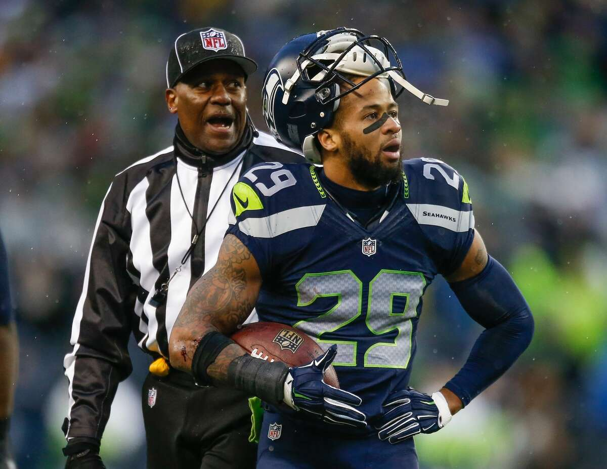 Free safety Earl Thomas #29 of the Seattle Seahawks complains to the referee after he apparently recovered a fumble against the St. Louis Rams at CenturyLink Field on December 27, 2015 in Seattle, Washington. The officials ruled that the Rams recovered, and they went on to defeat the Seahawks 23-17. (Photo by Otto Greule Jr/Getty Images)