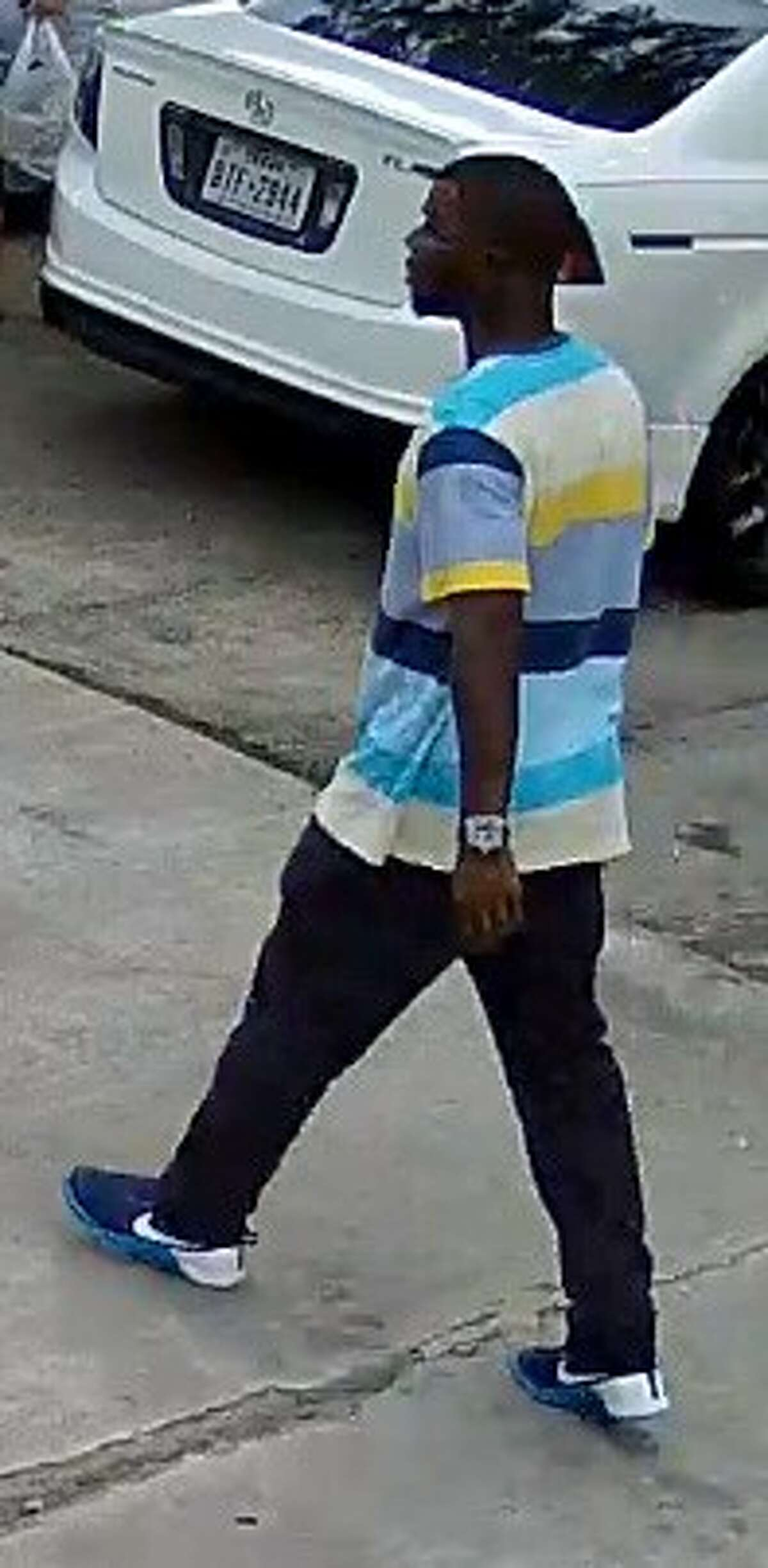 Surveillance photograph of a suspect who robbed a man as he returned home from a grocery store about 4:20 p.m. June 7, 2016, in the 8300 block of Leamont in southwest Houston. (Houston Police Department)