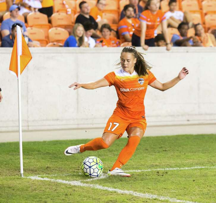 Houston Dash midfielder Andressa Machry (17) on a corner kick against the FC Kansas City  during the second half of action between the Houston Dash and the FC Kansas City during a soccer game at BBVA Compass, Sunday, June 19, 2016, in Houston. FC Kansas City defeated Houston Dash 1-0.