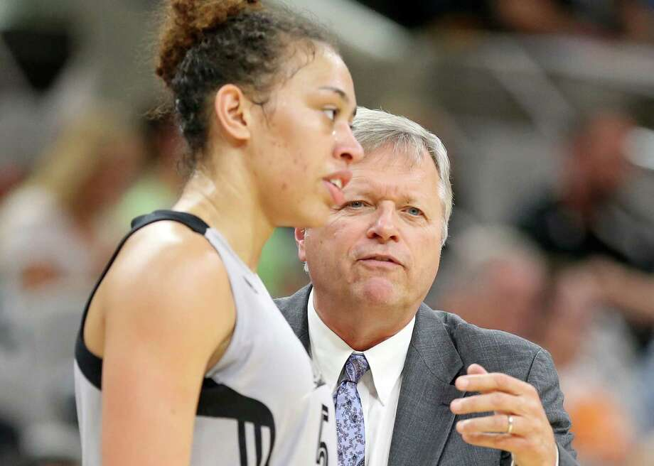San Antonio Stars' Dearica Hamby talks with head coach Dan Hughes during first half action against the New York Liberty on June 11, 2016 at the AT&T Center. Photo: Edward A. Ornelas /San Antonio Express-News / © 2016 San Antonio Express-News