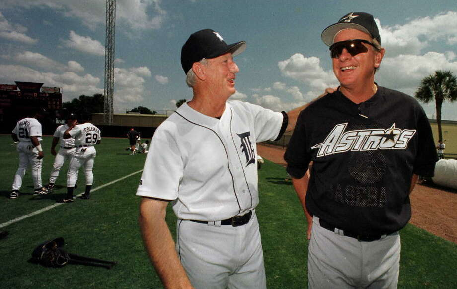 Detroit Tigers guest instructor and Hall Of Fame member Al Kaline (left) and Houston Astros Manager Larry Dierker get together before their spring training game at Marchant Stadium in Lakeland, Florida on March 19, 1997. Photo: CARLO ALLEGRI/AFP/Getty Images