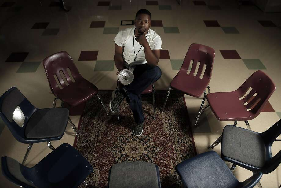 Jesus Ibn El hosts restorative justice sessions as a mentor at Berkeley Technology Academy, a continuation high school diploma program. Photo: Carlos Avila Gonzalez, The Chronicle