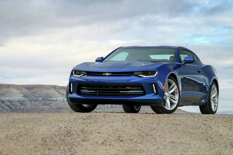 The RS package adds 20-inch wheels and run-flat tires, intensity discharge headlights with LED accents, a rear spoiler and an RS-specific grille. Photo: Chevrolet