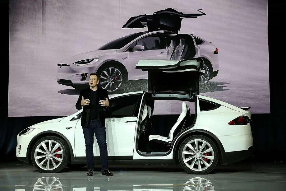 El Auto-piloto de Tesla salva la vida de un hombre.