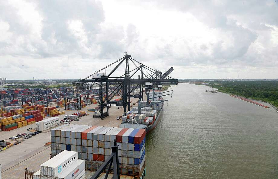A crane at the Port of Houston Authority, Bayport Container Terminal unloads the SEALAND LOS ANGELES June 22, 2016, in Seabrook.  ( James Nielsen / Houston Chronicle ) Photo: James Nielsen, Staff / © 2016  Houston Chronicle