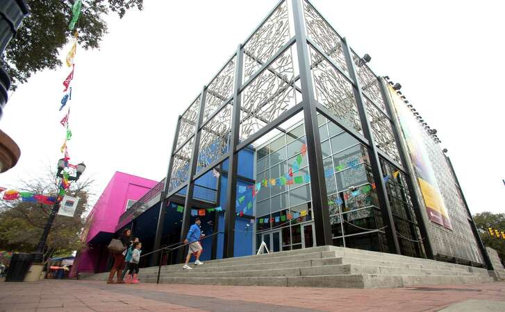 Located in the building that formerly housed the Museo Alameda, Centro de Artes is now being operated by the city.
