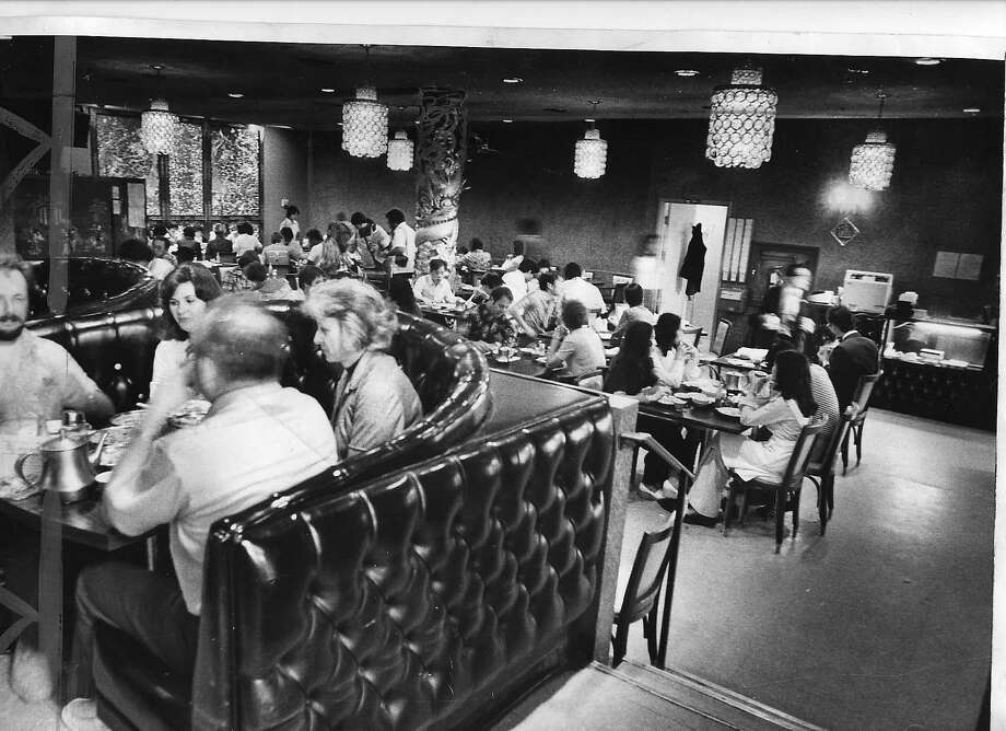GOLDENDRAGON-5 SEPT77 INTERIOR OF THE GOLDEN DRAGON RESTAURANT, SCENE OF MASS MURDER IN WHICH 5 DIED.  photo by Terry Schmidt on SEP, 4, 1977. Photo ran 09/05/1977, P, A1 Photo: TERRY SCHMIDT