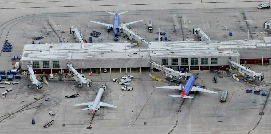 Passenger traffic to San Antonio International Airport surged by double digits to a new record in 2018, surpassing 10 million air travelers. Photo: Express-News File Photo / © 2016 San Antonio Express-News