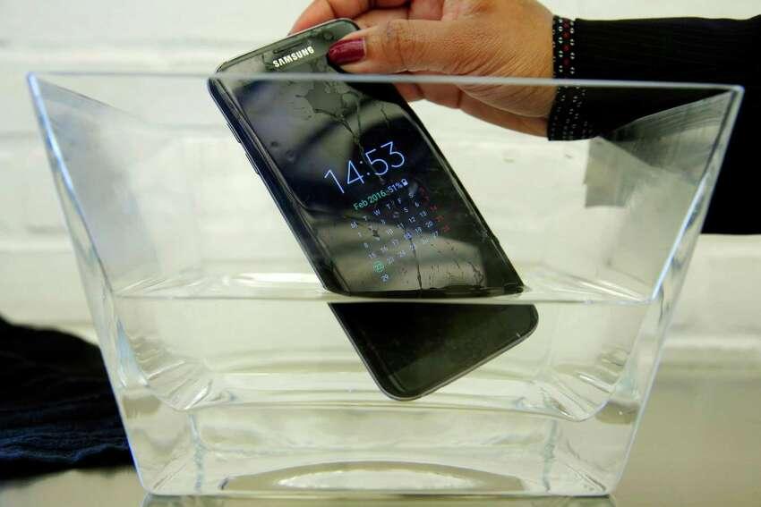 Samsung Galaxy S7 edge 32 GB Gazelle.com values this model at $250
