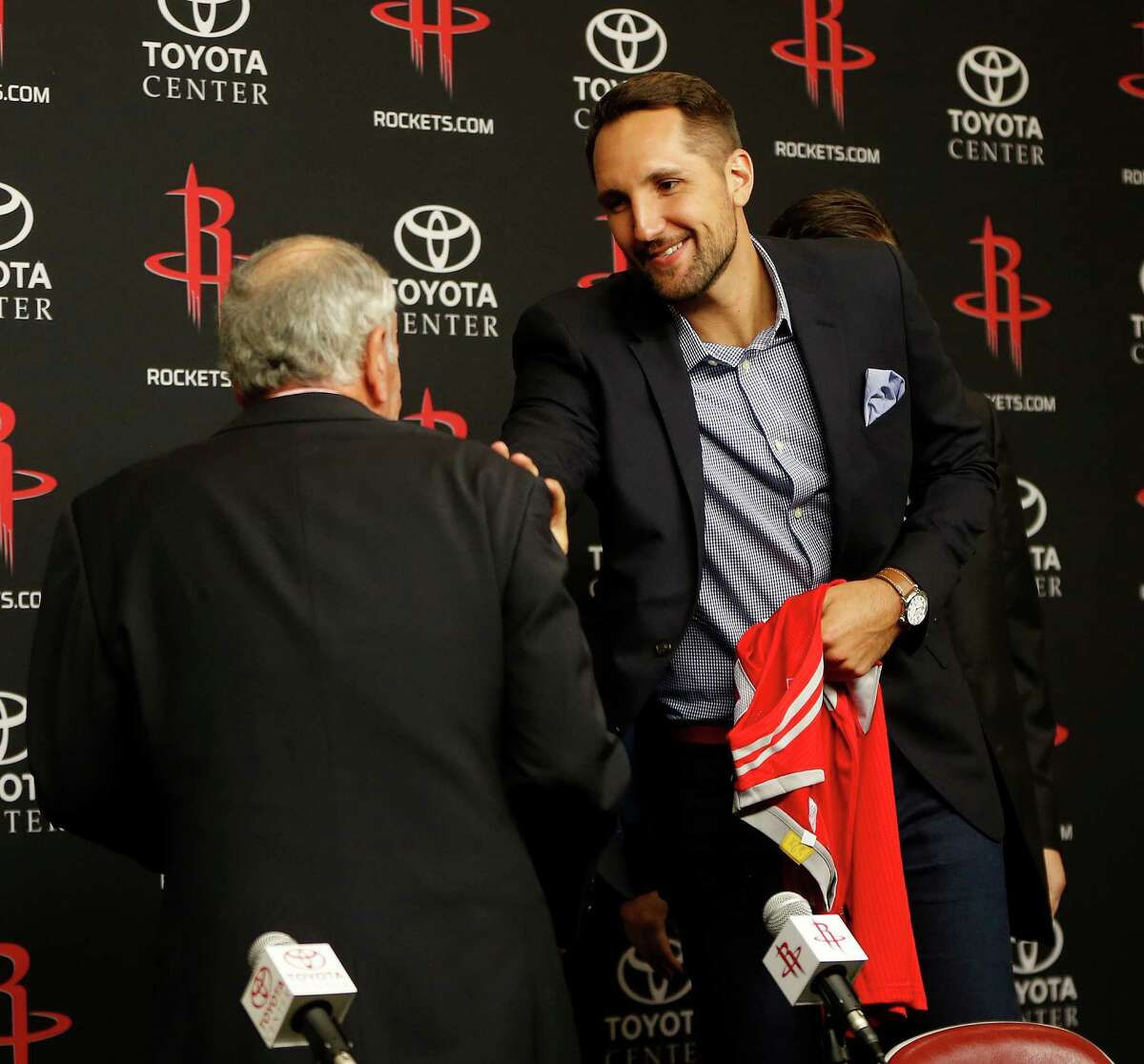 Ryan Anderson chats with owner Leslie Alexander during a press conference at the Houston Rockets, Saturday, July 9, 2016, in Houston, as they introduced free-agent signees Ryan Anderson and Eric Gordon.