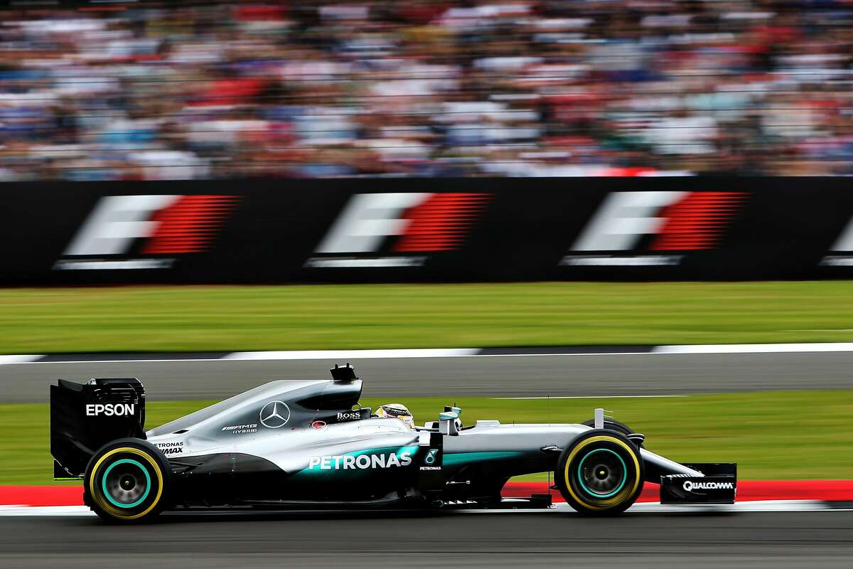 NORTHAMPTON, ENGLAND - JULY 09: Lewis Hamilton of Great Britain driving the (44) Mercedes AMG Petronas F1 Team Mercedes F1 WO7 Mercedes PU106C Hybrid turbo on track during qualifying for the Formula One Grand Prix of Great Britain at Silverstone on July 9, 2016 in Northampton, England. (Photo by Charles Coates/Getty Images) *** BESTPIX ***