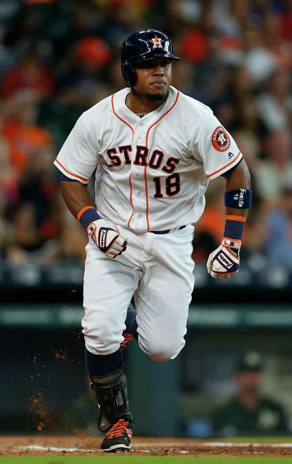 Astros third baseman Luis Valbuena has been sidelined since injuring his right amstring in late July. Photo: Karen Warren, Houston Chronicle / © 2016 Houston Chronicle