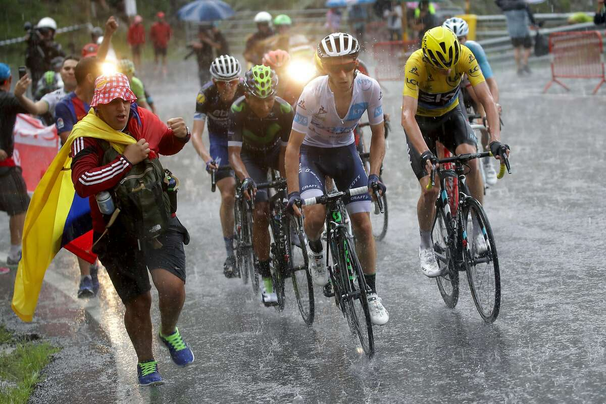 ANDORRA LA VELLA, ANDORRA - JULY 10: Christopher Froome of Great Britain riding for Team Sky in the yellow leader's jersey rides in the peloton during stage nine of the 2016 Le Tour de France, a 184.5km stage from Vielha Val d'Aran to Andorre Arcalis at on July 10, 2016 in Andorra la Vella, Andorra. (Photo by Chris Graythen/Getty Images)