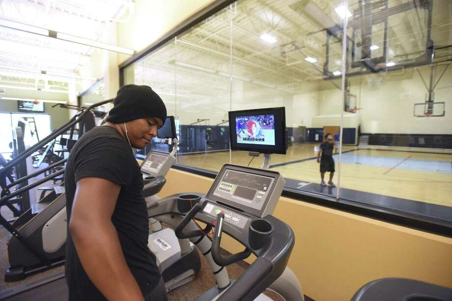 A fitness center, like this one at the CentroMed Health and Wellness facility on Commercial Avenue, will be part of the new CentroMed center that will be built at Old Pearsall Road and Ray Ellison Drive on the Southwest Side. On Tuesday, Baptist Health Foundation of San Antonio announced a $600,000 grant for the new center. Photo: Billy Calzada /San Antonio Express-News / San Antonio Express-News