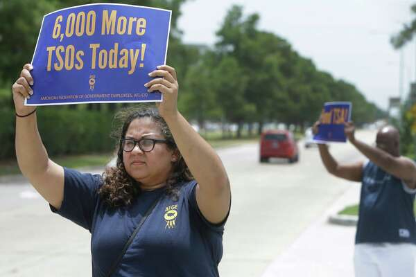 TSA workers picket at Bush IAH over staffing shortages