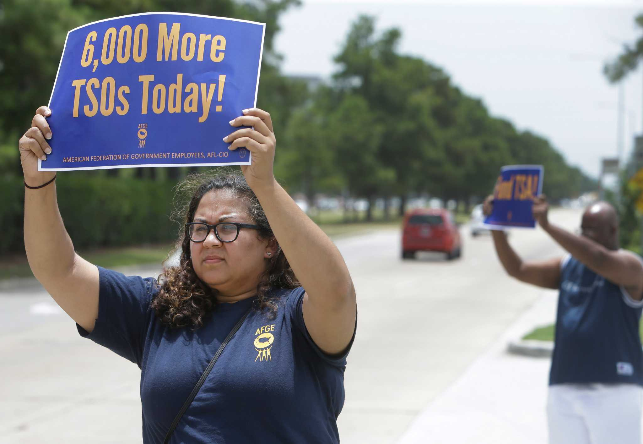 TSA workers picket at Bush IAH over staffing shortages - Houston Chronicle