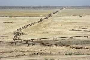 7. Iran   3.4 million bbl/day    Iran's oil pipes in the Azadegan oil field near the boarder with Iraq.